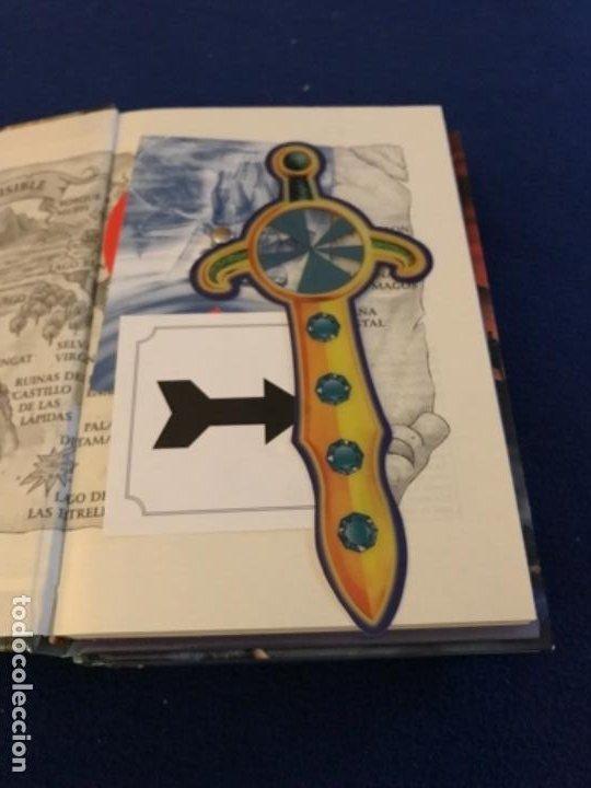 Libros antiguos: LOTE Corazón de dragón nºS 1 2 3 8 FLECHA DE PLATA CABALLERO PIEDRA MAGO CIEGO ETC Thomas Brezina SM - Foto 10 - 194113142