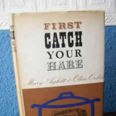 Libros antiguos: FIRST CATCH YOUR HARE - MARY AYLETT & OLIVE ORDISH - MACDONALD & CO. - LONDRES (1965) - PRIMERA ED.. Lote 194266177