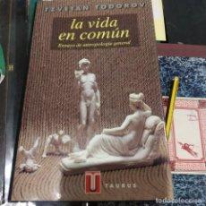 Libros antiguos: TZVETAN TODOROV LA VIDA EN COMUN ENSAYO DE ANTROPOLOGIA GENERAL TAURUS. Lote 194876640