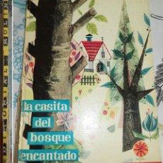 Libros antiguos: LA CASITA DEL BOSQUE ENCANTADO ED MOLINO 1961 COL ILUSION INFANTIL N.º 10 PASTA DURA SIN NUMERAR . Lote 194928625