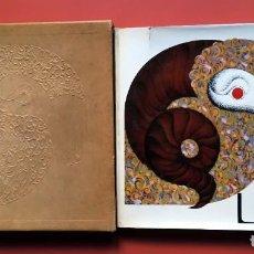 Libros antiguos: LA LANA - 50 AÑOS S.A.M.I. AL SERVICIO DE LA INDUSTRIA TEXTIL - PRECIOSO ESTUCHE EN PIEL CON RELIEVE. Lote 195758143