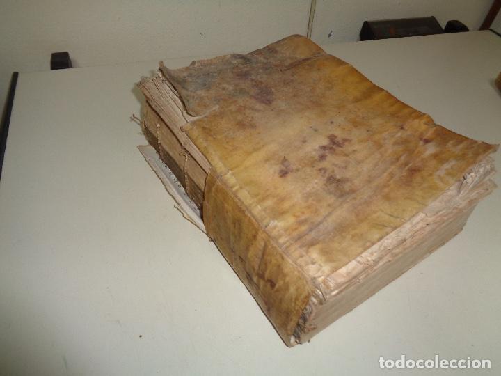 Libros antiguos: libro pergamino política en latín - Foto 4 - 197267190