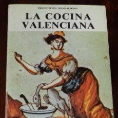 Libros antiguos: LIBRO LA COCINA VALENCIANA, POR FRANCISCO SEIJO, AÑO 1981, ED. ALICANTE, TIENE 154 PAG, MIDE 22 X 16. Lote 210434197