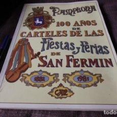 Libros antiguos: PAMPLONA 100 AÑOS DE CARTELES DE LAS FIESTAS Y FERIAS DE SAN FERMIN (1882 - 1981). Lote 211400954