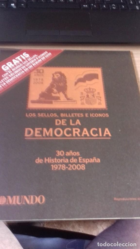 Libros antiguos: Libro de sellos, billetes e iconos de la democracia completo - Foto 2 - 216681756