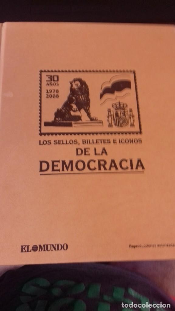 Libros antiguos: Libro de sellos, billetes e iconos de la democracia completo - Foto 28 - 216681756