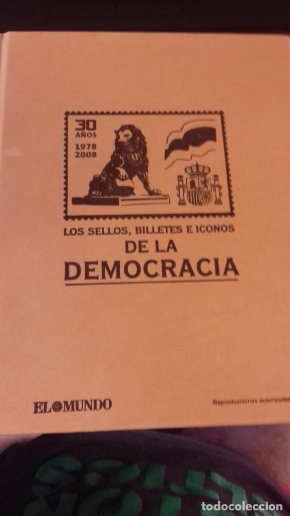 Libros antiguos: Libro de sellos, billetes e iconos de la democracia completo - Foto 29 - 216681756