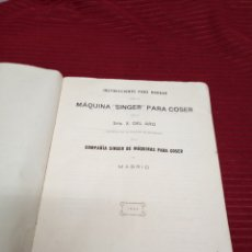Libros antiguos: INTERESANTISIMO LIBRO. INSTRUCCIONES PARA BORDAR CON LA MÁQUINA SINGER PARA COSER. 1924. Lote 219464247