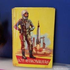 Libros antiguos: LOS ASTRONAUTAS. FLORES LÁZARO 1963. Lote 221809618