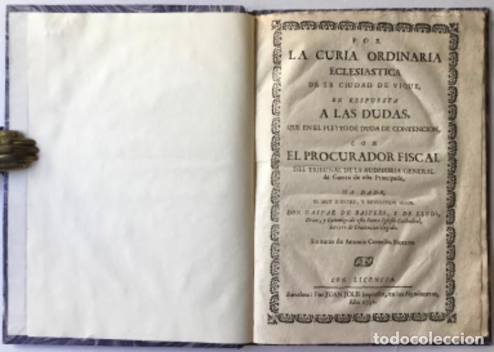 POR LA CURIA ORDINARIA ECLESIASTICA DE LA CIUDAD DE VIQUE, EN RESPUESTA A LAS DUDAS, QUE EN EL... (Libros Antiguos, Raros y Curiosos - Historia - Otros)