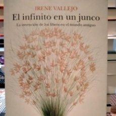 Libros: IRENE VALLEJO. EL INFINITO EN UN JUNCO .SIRUELA ENSAYO. Lote 276753888