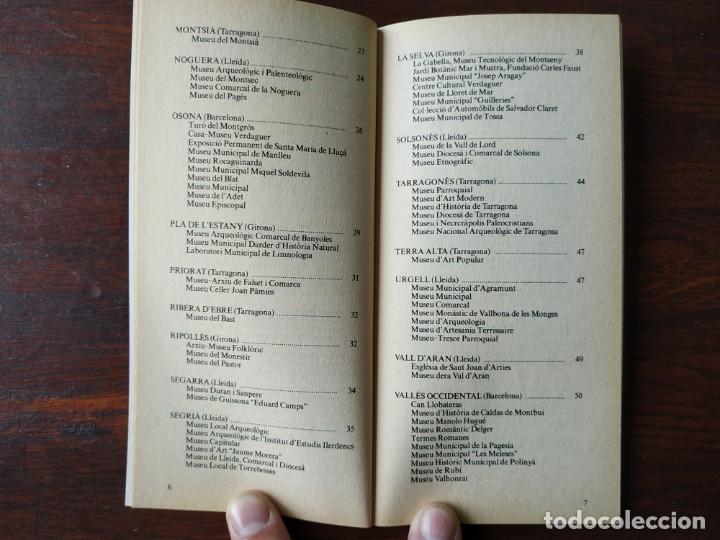 Libros: Dos guías de la colección La Vanguardia. Nº 8, Los museos de Cataluña II. Y nº 4, Las Inversiones, - Foto 2 - 185733593