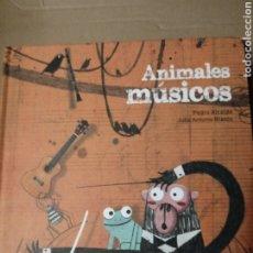 Libros: ANIMALES MUSICOS.PEDRO ALCAIDE Y JULIO A BLASCO.. Lote 261199385