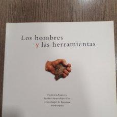 Libros: LOS HOMBRES Y LAS HERRAMIENTAS FUNDACIÓN ATAPUERCA. Lote 222485005