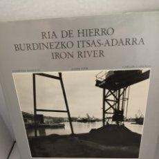 Libros: RÍA DE HIERRO / BURDINEZKO ITSAS-ADARRA / IRON RIVER (PRIMERA EDICIÓN). Lote 212362795