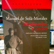 Libros: MANUEL DE SOLÁ-MORALES. MIRADAS SOBRE LA CIUDAD . ACANTILADO. Lote 263608000