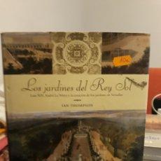 Libros: LOS JARDINES DEL REY SOL. Lote 126587495
