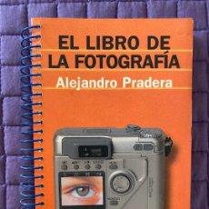 Libros: EL LIBRO DE FOTOGRAFIA POR ALEJANDRO PRADERA. Lote 196775970