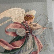Libros: CUADRO DE ANGEL DE PRIMAVERA DE PUNTO DE CRUZ ENMARCADO. Lote 227219015