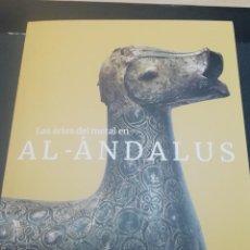 Libros: AL ANDALUS CATÁLOGO DE LA EXPOSICIÓN EL ARTE DEL METAL EN AL ANDALUS. Lote 238620940