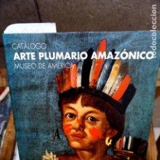 Libros: ARTE PLUMARIO AMAZONICO.MUSEO DE AMERICA.CATALOGO.CARMEN VARELA TORRECILLA. Lote 247295990