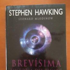 Libros: BREVISIMA HISTORIA DEL TIEMPO. STEPHEN HAWKING. LEONARD MLODINOW. + + + REGALO LA MATERIA OSCURA. Lote 232841610
