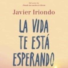 Libros: LA VIDA TE ESTÁ ESPERANDO. Lote 178560393