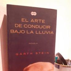 Libros: EL ARTE DE CONDUCIR BAJO LA LLUVIA. Lote 206886218