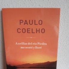 Libros: A ORILLAS DEL RIO PIEDRA ME SENTE Y LLORE PAULO COELHO. Lote 262429015