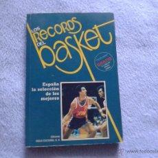 Coleccionismo deportivo: LOS RECORDS DEL BASKET 3, 1986, CON 3 AUTOGRAFOS DE JUGADORES. Lote 50064365