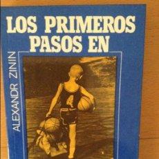 Coleccionismo deportivo: LOS PRIMEROS PASOS EN EL BALONCESTO - ALEXANDR ZININ -. Lote 59691119