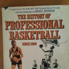 Coleccionismo deportivo: LIBRO EN INGLÉS THE HISTORY OF PROFESSIONAL BASKETBALL. GLENN DICKEY. AÑOS 90. Lote 61750188
