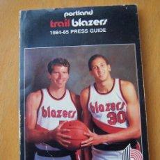 Coleccionismo deportivo: PORTLAND TRAIL BLAZERS 1984-85 BALONCESTO NBA GUÍA ANUARIO. KIKI VANDEWEGHE, DREXLER, NORRIS . Lote 82169304