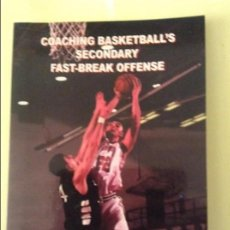 Coleccionismo deportivo: COACHING BASKETBALL'S SECONDARY FAST-BREAK OFFENSE (TOM REITER). Lote 91724775