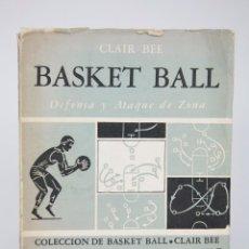 Coleccionismo deportivo: LIBRO DE BALONCESTO - BASKET BALL. DEFENSA Y ATAQUE DE ZONA. CLAIR BEE - PAIDOS Nº IV, 1957. Lote 95537655