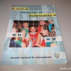Coleccionismo deportivo: CURSO DE INICIACIÓN AL BALONCESTO, ESCUELA NACIONAL DE ENTRENADORES 2.002. Lote 97311047