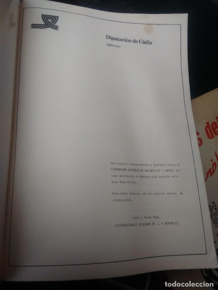 Coleccionismo deportivo: libro baloncesto clinic de base - Foto 2 - 178733735