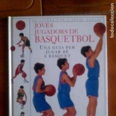 Coleccionismo deportivo: LIBRO JOVES JUGADORS DE BASQUETBOL DE CHRIS MULLIN 43 PAGINAS ILUSTRADO. Lote 136123434