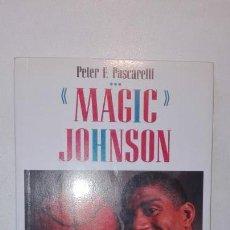 Coleccionismo deportivo: MAGIC JOHNSON - PETER F. PASCARELLI - LA BIOGRAFÍA DEL MAYOR ÍDOLO DEL BALONCESTO 1ª EDICIÓN 1992. Lote 146485778