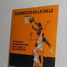 Coleccionismo deportivo - BALONCESTO EN LA CALLE PRINCIPIOS FUNDAMENTALES PARA JUGAR A BALONCESTO ANCORA 1986 - 158937166