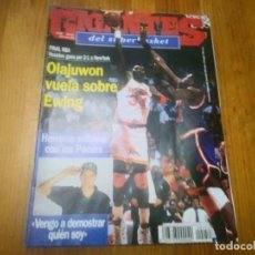 Coleccionismo deportivo: REVISTA DE GIGANTES DEL BASKET AÑO 1994 N° 450 BARÇA PAT RILEY COLECCIONABLE ANTONIO RIVA 305 Y 313. Lote 164795366