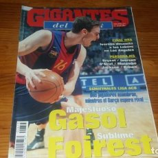 Colecionismo desportivo: REVISTA DE GIGANTES DEL BASKET AÑO 2001 N° 815 PAU GASOL PÓSTER ERIC STRUELENS REAL MADRID TEKA . Lote 164812922