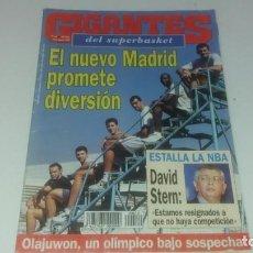 Coleccionismo deportivo: REVISTA DE GIGANTES DEL BASKET AÑO 1993 N° 407 PÓSTER REAL MADRID . Lote 165736950