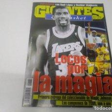 Colecionismo desportivo: REVISTA DE GIGANTES DEL BASKET AÑO 2000 N° 765 POSTER MAGIC JAHNSON . Lote 166214022