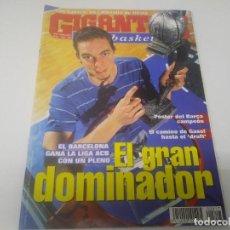 Coleccionismo deportivo: REVISTA DE GIGANTES DEL BASKET AÑO 2001 N° 817 PAU GASOL POSTER BARCELONA CAMPEÓN DE LA LIGA ACB . Lote 166571514