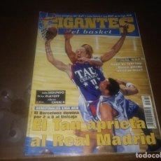 Coleccionismo deportivo: REVISTA DE GIGANTES DEL BASKET AÑO 2001 N° 814 POSTER BERNI RODRÍGUEZ UNICAJA MALAGA. Lote 166956296