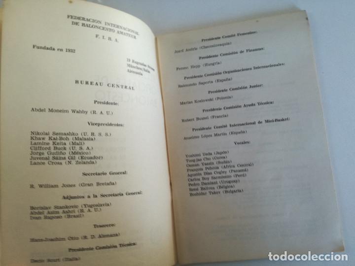 Coleccionismo deportivo: REGLAS OFICIALES DE BALONCESTO 1968-1972 - FEDERACION ESPAÑOLA DE BALONCESTO F.I.B.A. 1972 - Foto 3 - 189328190