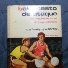 Coleccionismo deportivo: BALONCESTO DE ATAQUE. LAS MEJORES TÉCNICAS DE JUEGO OFENSIVO. 1975. Lote 198073683