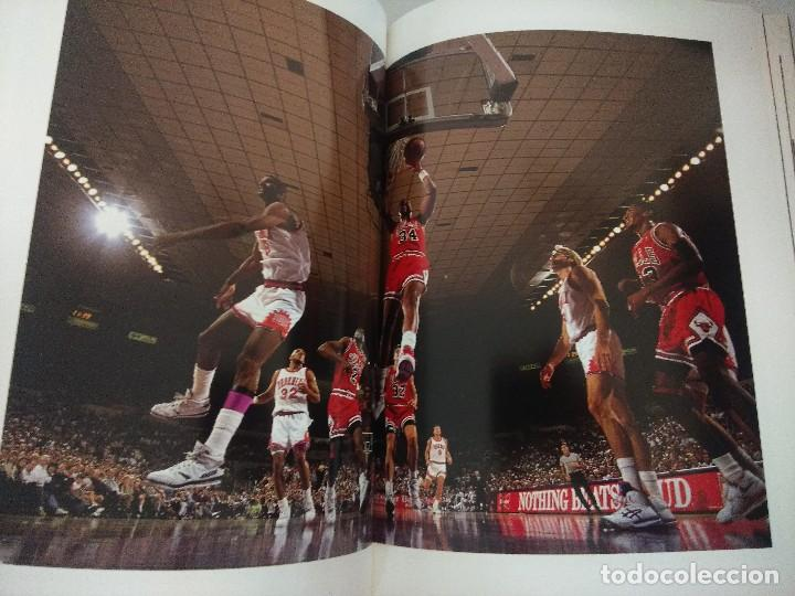 Coleccionismo deportivo: LIBRO BALONCESTO/ALREDEDOR DEL PARQUE/EDICION NUMERADA. - Foto 3 - 209347048