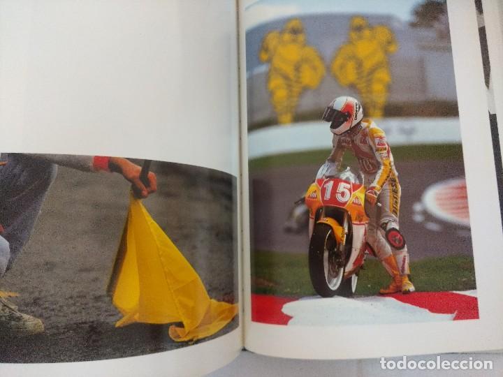 Coleccionismo deportivo: LIBRO MOTOCICLISMO/UN DIA EN LAS CARRERAS/EDICION NUMERADA. - Foto 9 - 209347373